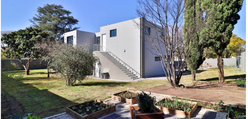 Family Home For Sale in Bryanston