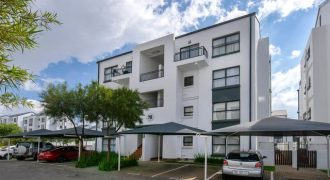 Ultra Modern Apartment at Greenstone Ridge